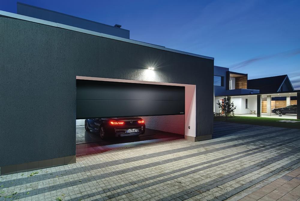 Brama garażowa Wiśniowski - segmentowa