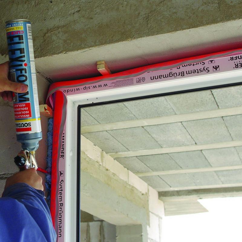 Ciepły montaż okna za pomocą akcesoriów Soudal