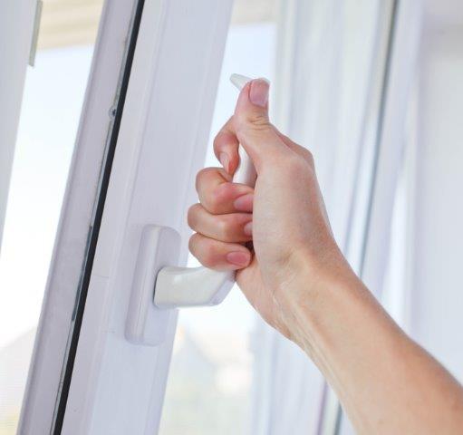 Konserwacja okna zapobiega problemom z otwieraniem