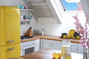 Jakie dachowe okno obrotowe wybrać – drewniane czy PVC?
