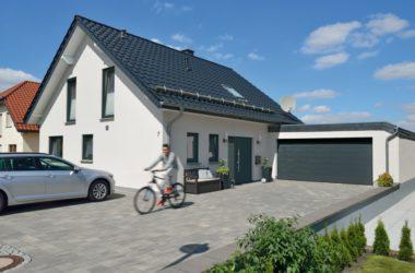 Energooszczędne bramy garażowe i drzwi wejściowe