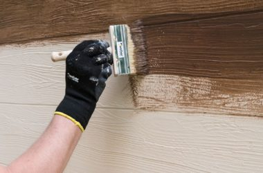 Jak uzyskać efekt drewna, betonu, kamienia lub cegły na ścianie?