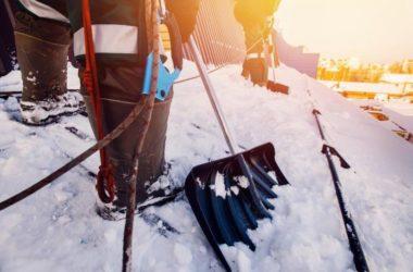 Śnieg na dachu – jak sobie z nim poradzić?