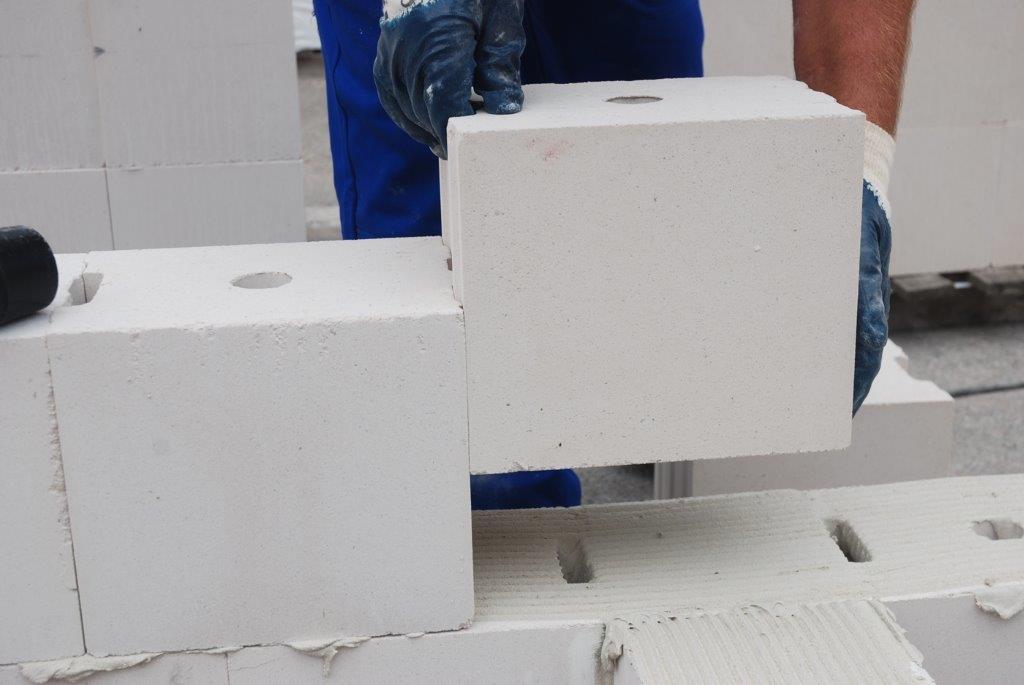 Budowanie z bloczków H+H