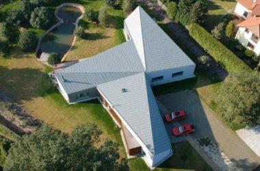 Nowoczesna architektura – dom inspirowany kształtem wiatraka