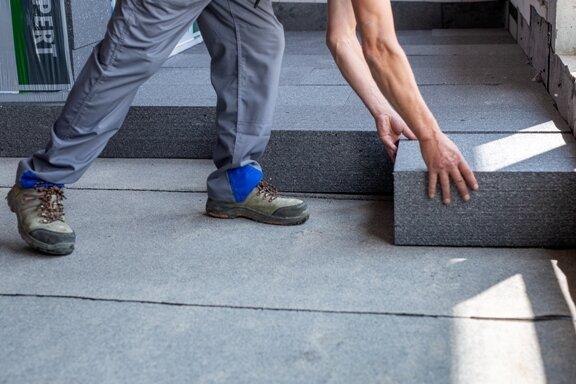 Układanie styropianu grafitowego Knauf therm dach podłoga