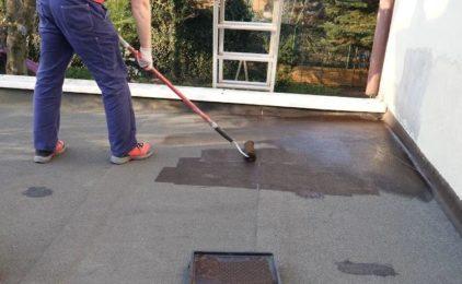 Jak naprawić dach pokryty papą?