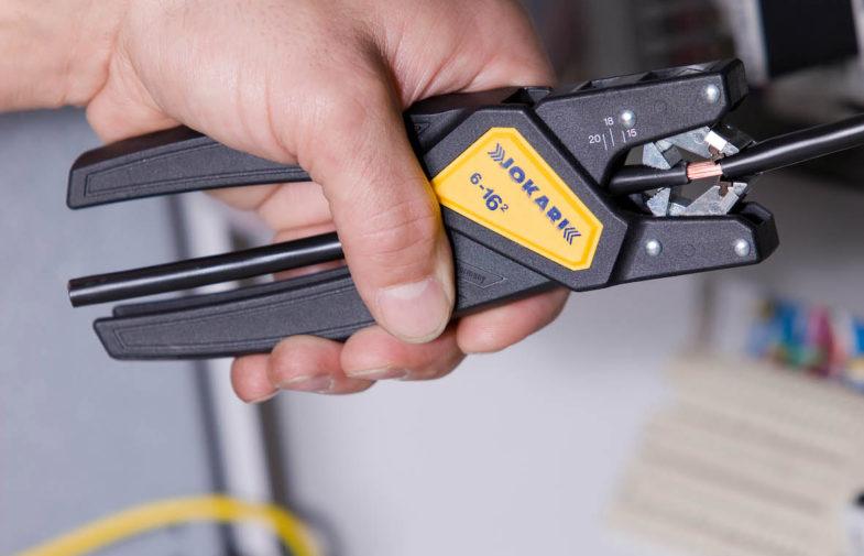 Jak prawidłowo ściągnąć izolację z kabla elektrycznego