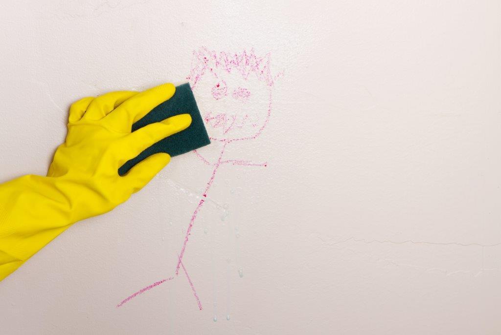 Usuwanie zabrudzenia ze ścian