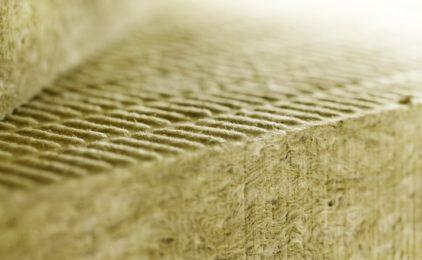 Ocieplenie domu – czym różni się wełna szklana od skalnej