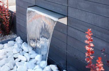 Ogród z nowoczesną fontanną? Nawet do małego ogrodu