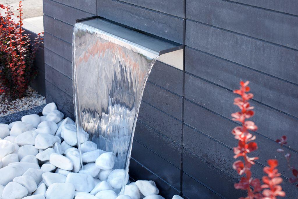 Nowoczesna fontanna z pustaków Neo