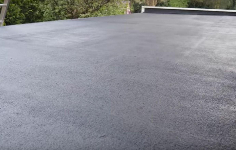 Naprawiony dachu z papy