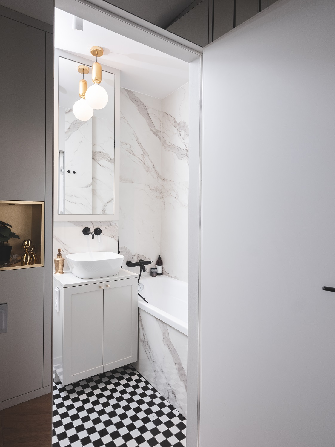 Biała łazienka po remoncie