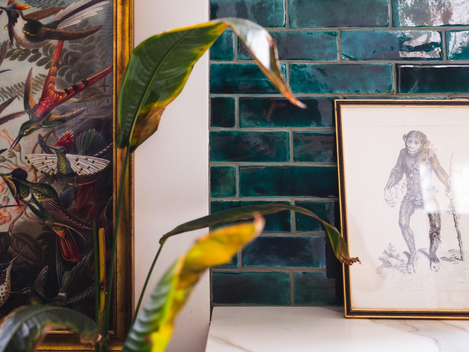 Szkliwione płytki imitujące cegiełkę w odcieniu intensywnej zieleni
