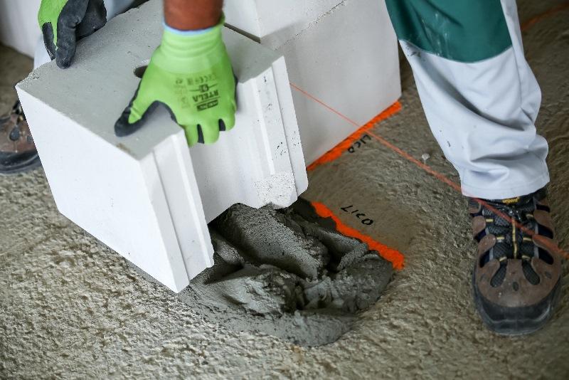 Duże elementy H+H z silikatów i z betonu komórkowego występują ze specjalnymi pochwytami