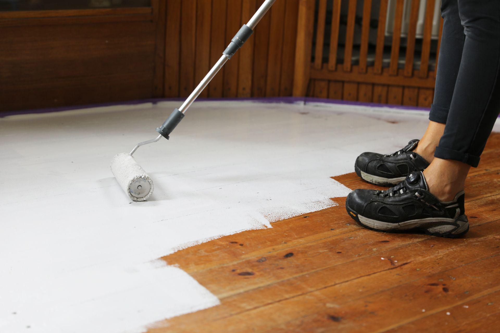 Malowanie drewnianej podłogi